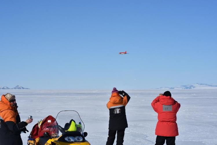 Icetronauts use old bird to measure Antarctic ice Deep South Challenge